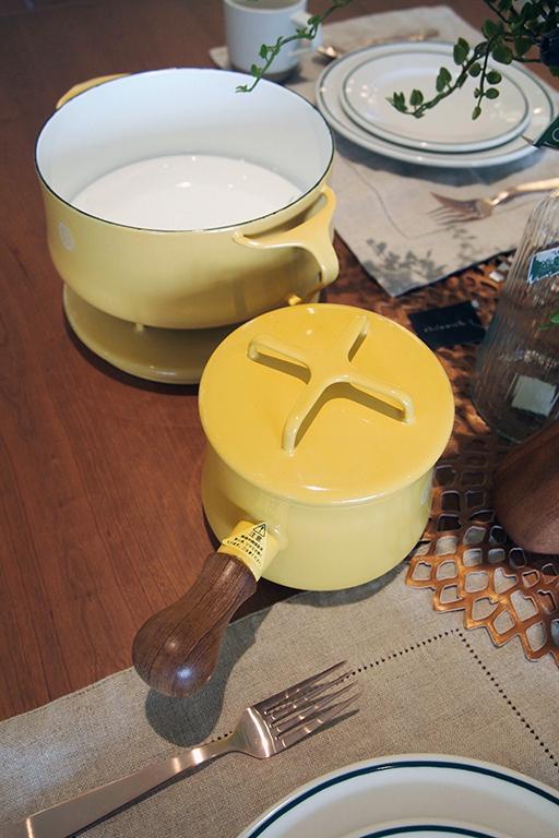 北欧スタイルの琺瑯鍋